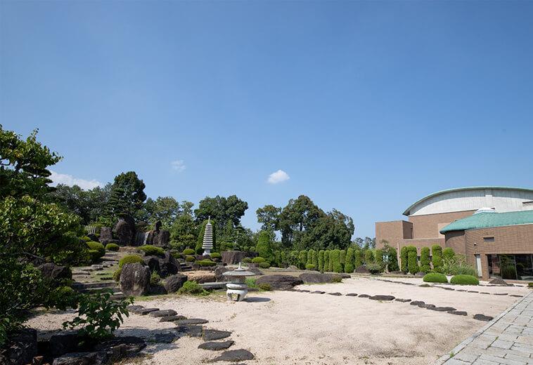 控室から見える庭園